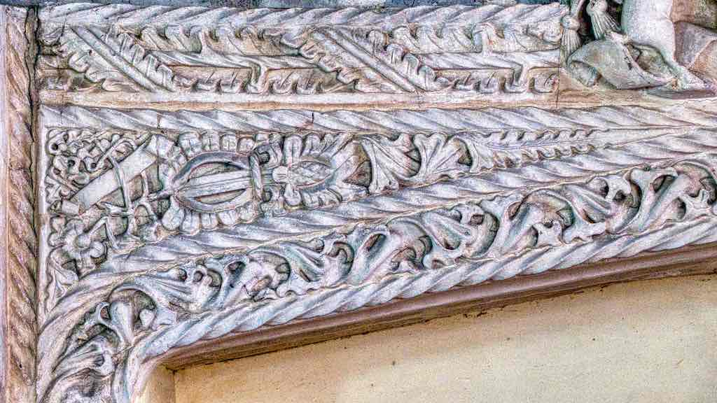 More amazingly intricate stone carving higher up the Easter Sepulchre.