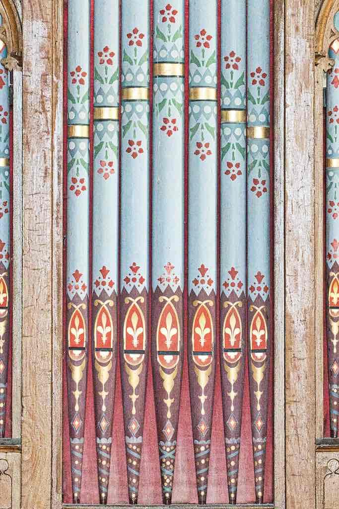 Pretty stencilled organ pipes, very pretty