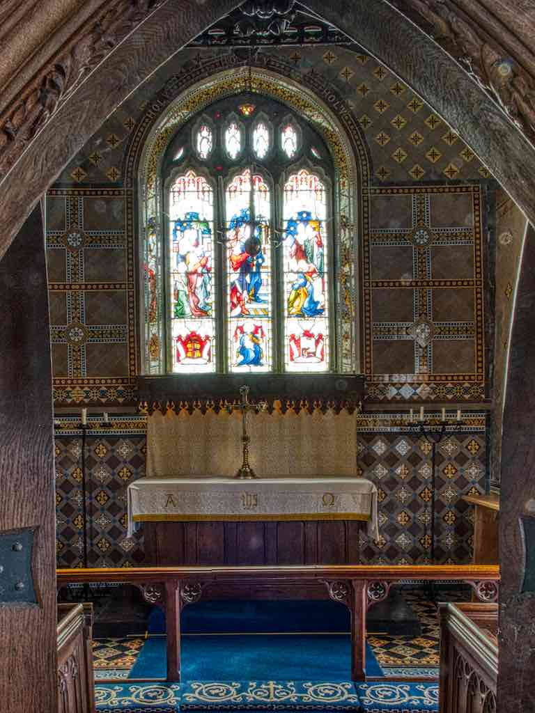 Peeking into the many-tiled chancel