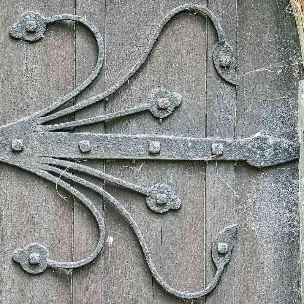 Some good ironwork to make this hinge