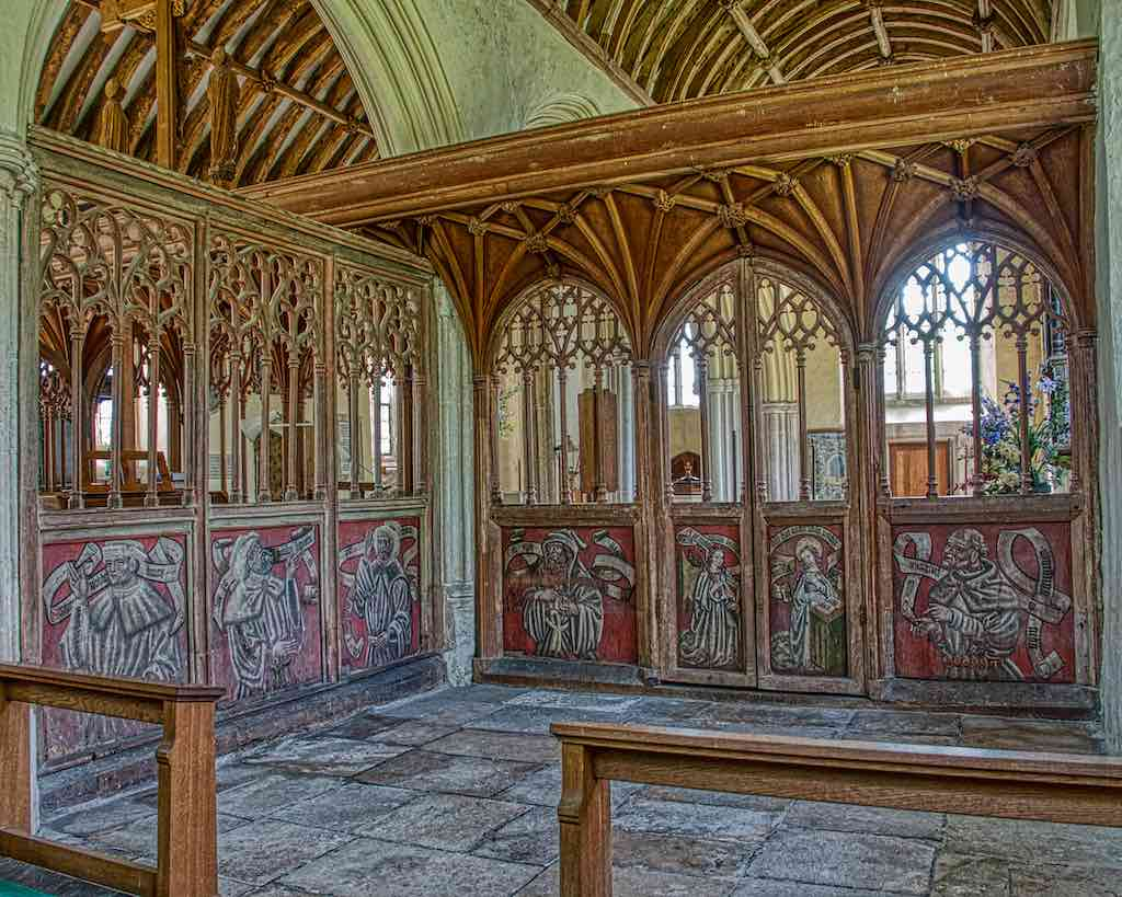 Astounding grisaille paintings in the north chapel