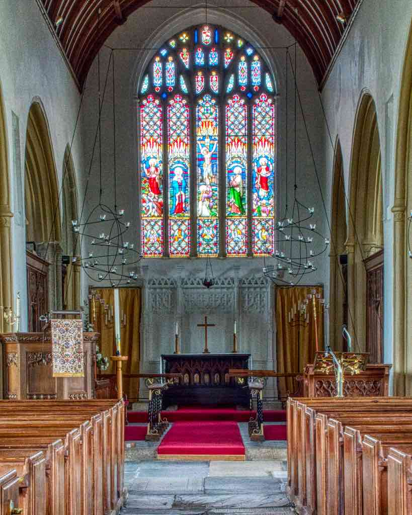 A bright and airy chancel